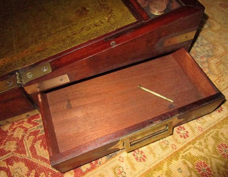 English Regency Walnut Travelling Lap Desk Box with Secret Compartment For Sale 3