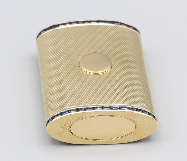 English Sapphire 18 Karat Gold Sliding Midcentury Pillbox In Good Condition For Sale In New York, NY