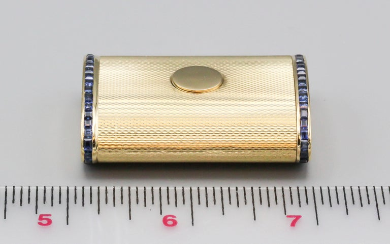 English Sapphire 18 Karat Gold Sliding Midcentury Pillbox For Sale 2