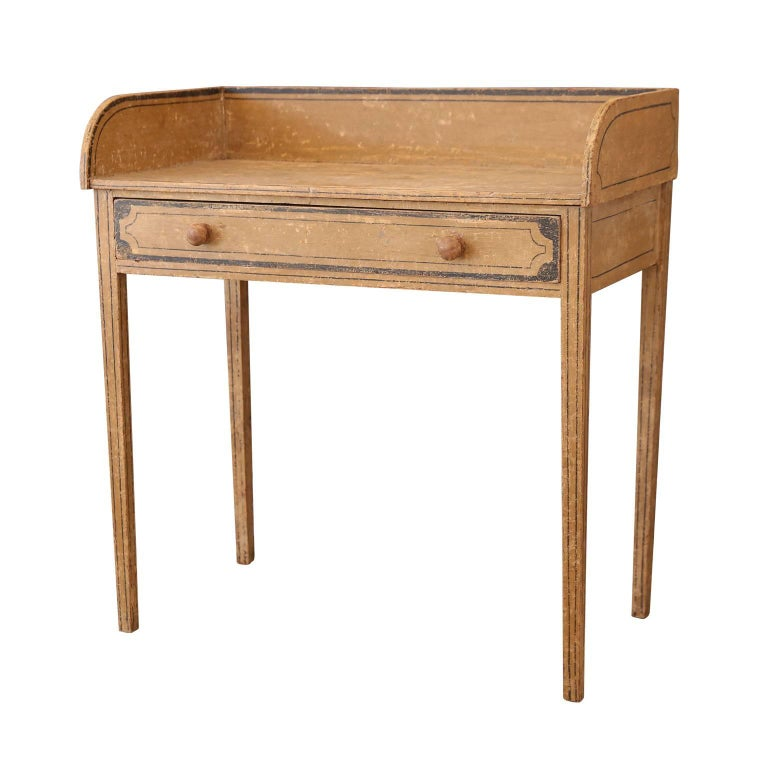 English Side Table In Good Condition For Sale In Houston, TX