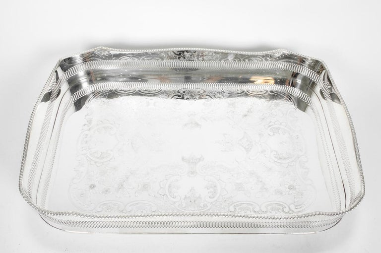 English Silver Plated High Bordered Gallery Barware Tray In Excellent Condition For Sale In Hudson, NY