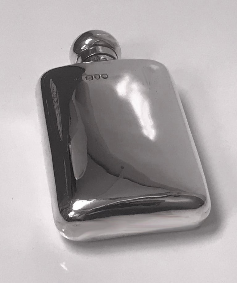 English Sterling Silver Flask, London 1891 W and G Neal In Good Condition For Sale In Toronto, Ontario