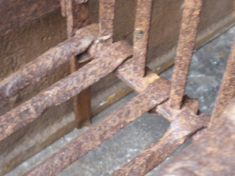 English Tudor Fireplace Grate or Fire Basket, 17th Century For Sale 3