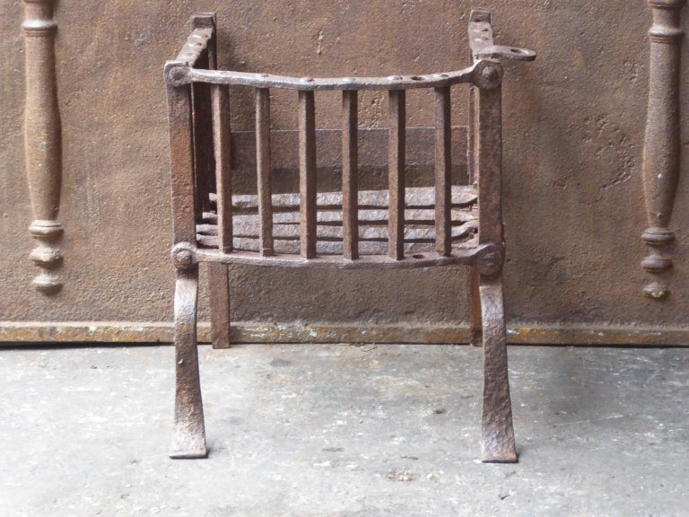 17th century English Tudor fire grate. Made of beautifully forged wrought iron. The fire grate has a natural brown patina. Upon request it can be made black.