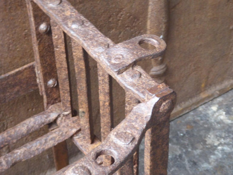 English Tudor Fireplace Grate or Fire Basket, 17th Century For Sale 2
