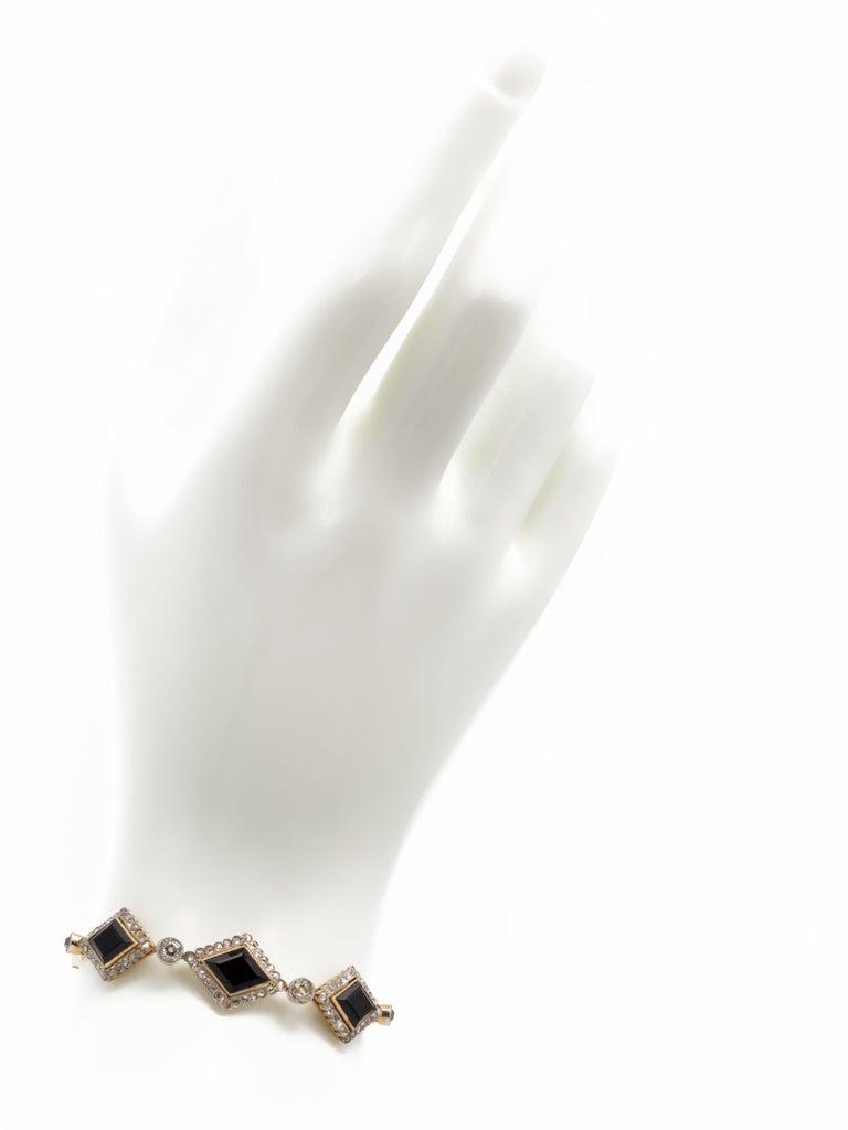 English Victorian Era Lozenge Onyx and Diamond Bracelet in 18k Gold, circa 1880 In Good Condition For Sale In Miami, FL