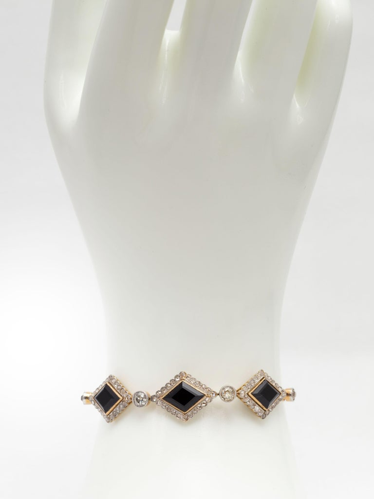 English Victorian Era Lozenge Onyx and Diamond Bracelet in 18k Gold, circa 1880 For Sale 1