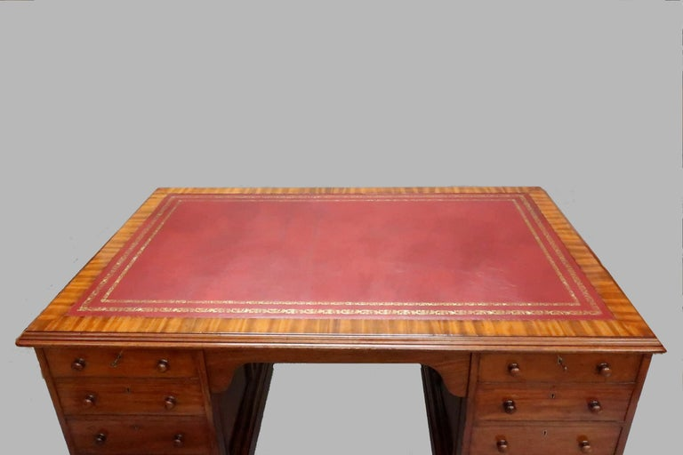 English Victorian Figured Mahogany Partners Pedestal Kneehole Writing Desk In Good Condition In Macclesfield, GB