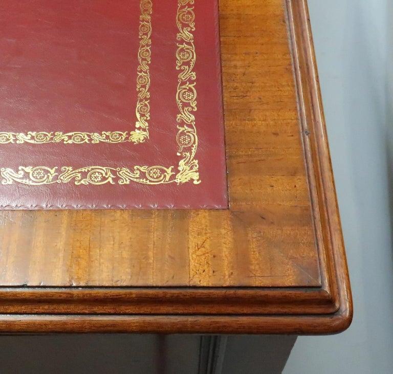 19th Century English Victorian Figured Mahogany Partners Pedestal Kneehole Writing Desk