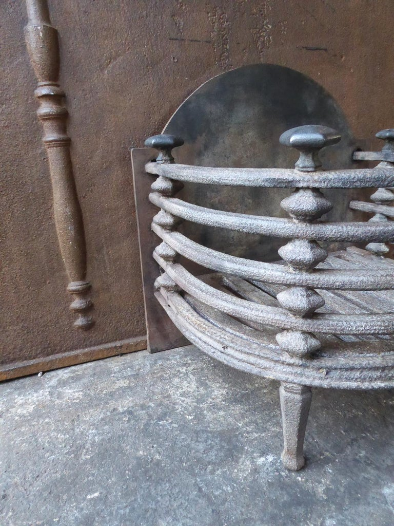 English Victorian Fireplace Grate, Fire Basket In Good Condition For Sale In Amerongen, NL