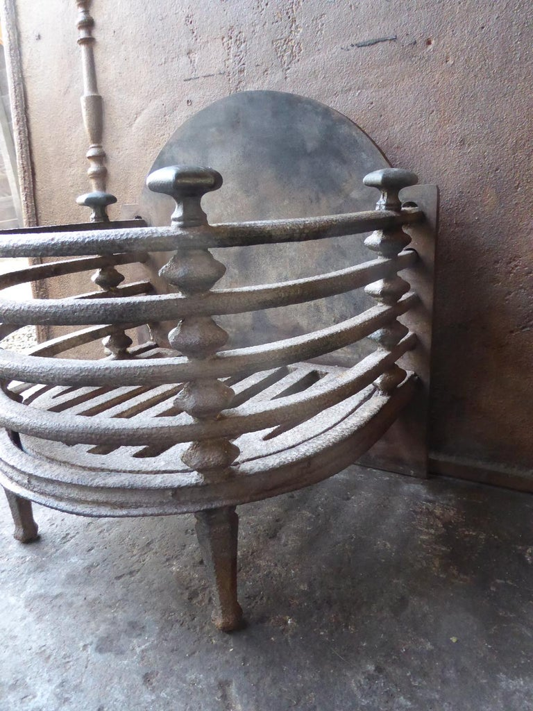 English Victorian Fireplace Grate, Fire Basket For Sale 1