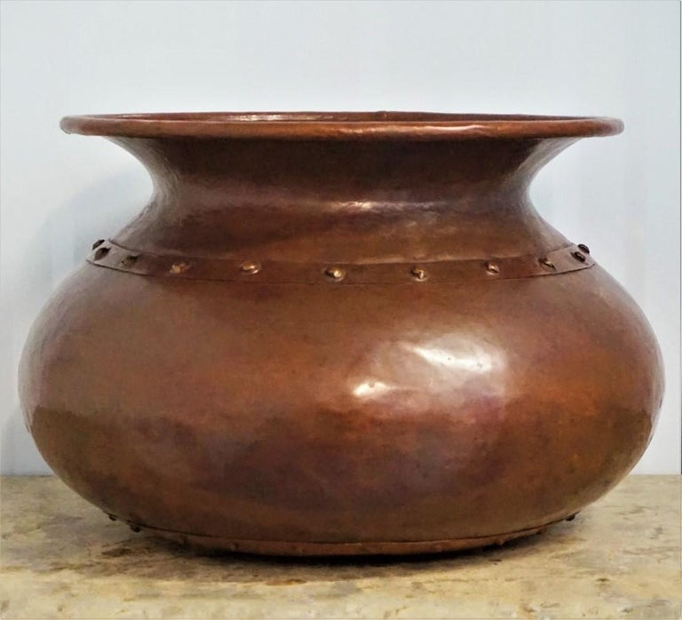 English, Victorian copper pot or vase dating to the late 19th century, circa 1870-1880. The body is in globular shape, riveted neck with rolled lip and riveted base. This piece is in very good antique condition, displaying a beautiful aged patina,