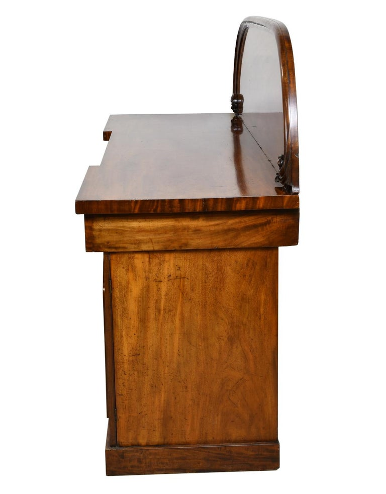 English Victorian Pedestal Base Sideboard in Mahogany, circa 1850 In Good Condition For Sale In Miami, FL