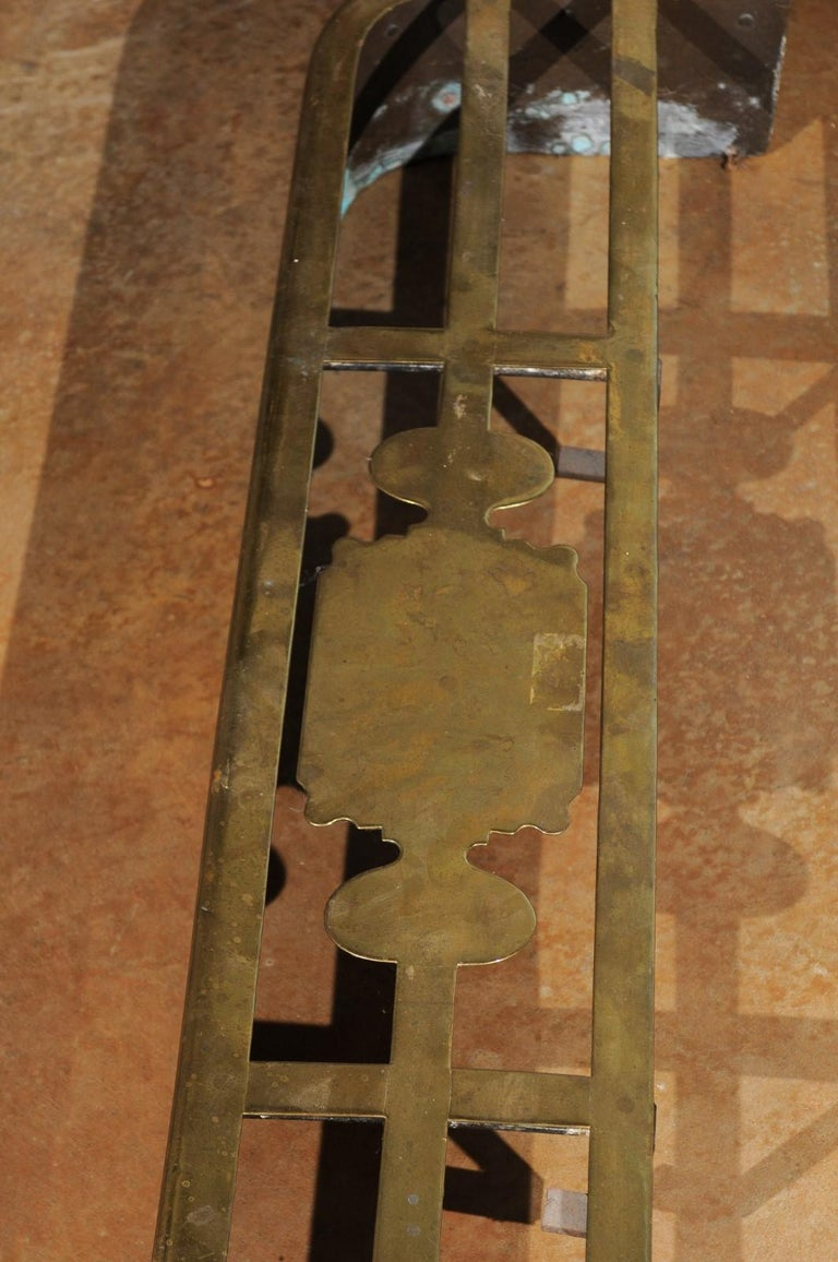 English Victorian Period Brass Fireplace Fender from the Late 19th Century For Sale 7