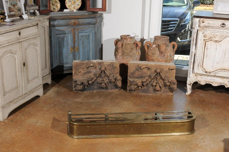 English Victorian Period Brass Fireplace Fender from the Late 19th Century In Good Condition For Sale In Atlanta, GA