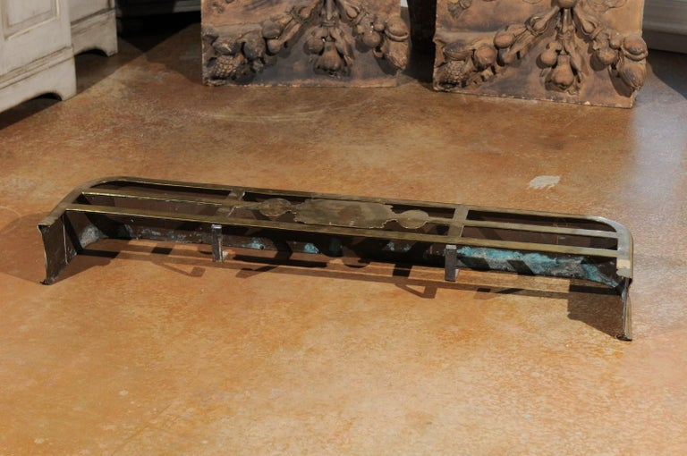 English Victorian Period Brass Fireplace Fender from the Late 19th Century For Sale 5