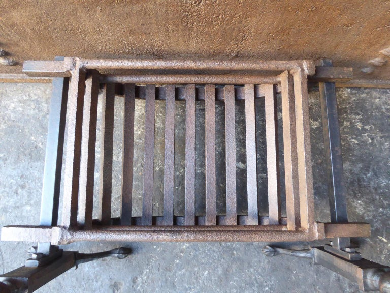 English Victorian Style Fireplace Grate, Fire Grate For Sale 4