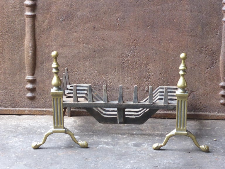 English Victorian style fireplace basket or fire basket. The fireplace grate is made of cast iron and wrought iron. The total width of the front of the grate is 23.8 inch (60.5cm).