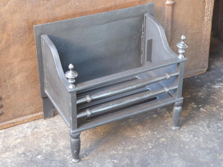 English Victorian Style Fireplace Grate, Fire Grate In Good Condition For Sale In Amerongen, NL