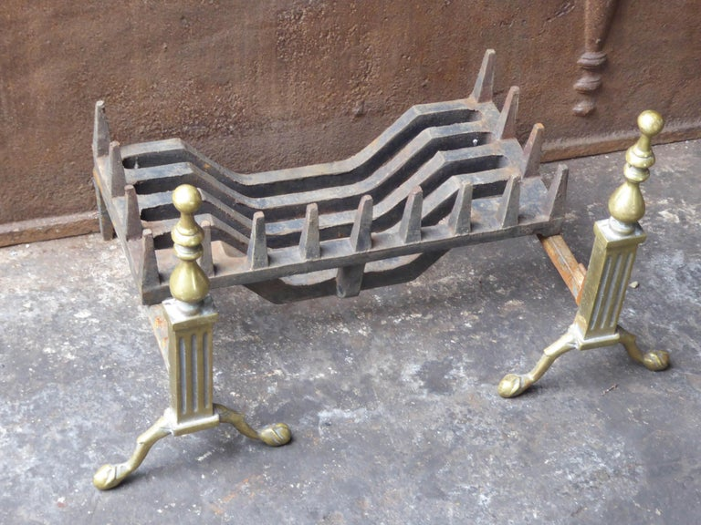 English Victorian Style Fireplace Grate, Fire Grate For Sale 1