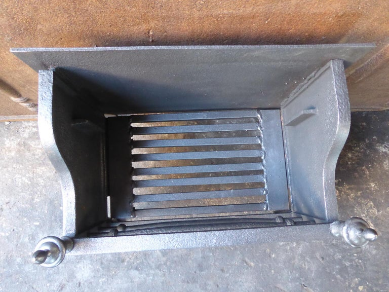 English Victorian Style Fireplace Grate, Fire Grate For Sale 2