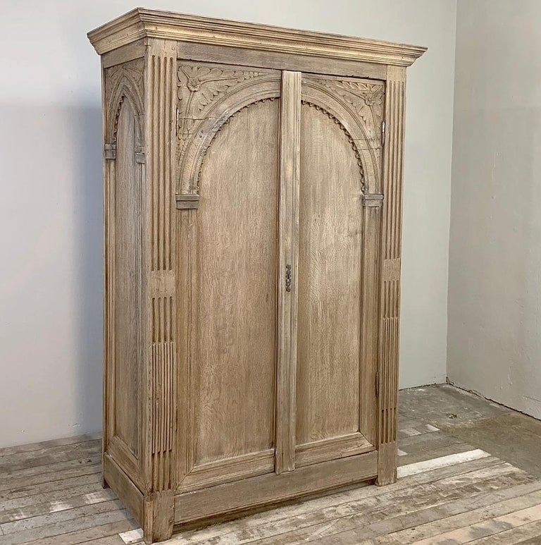 19th century English wardrobe is the perfect size to provide extra storage space where needed, in a visually appealing package that can be relocated to wherever you need it! Tailored lines are embellished by the arched doors flanked by reeded &