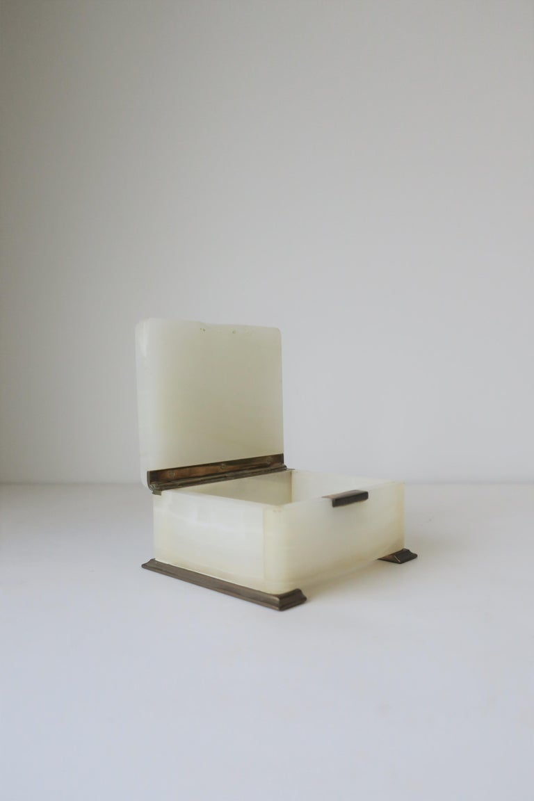 English White Onyx Marble and Brass Jewelry Box For Sale 6