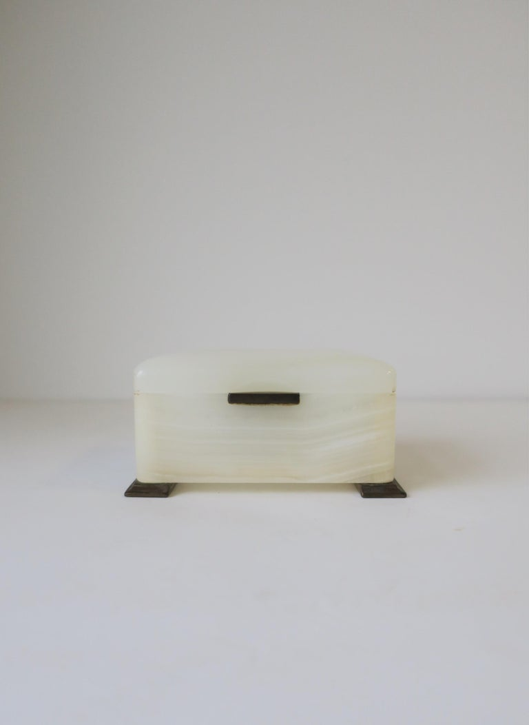 A very beautiful and substantial modern Art Deco period early 20th century English white onyx marble 'soft spring' brass hinged jewelry or decorative box by maker Betjemann's, England. Box has brass lift, hinge, and legs. Maker's mark reads