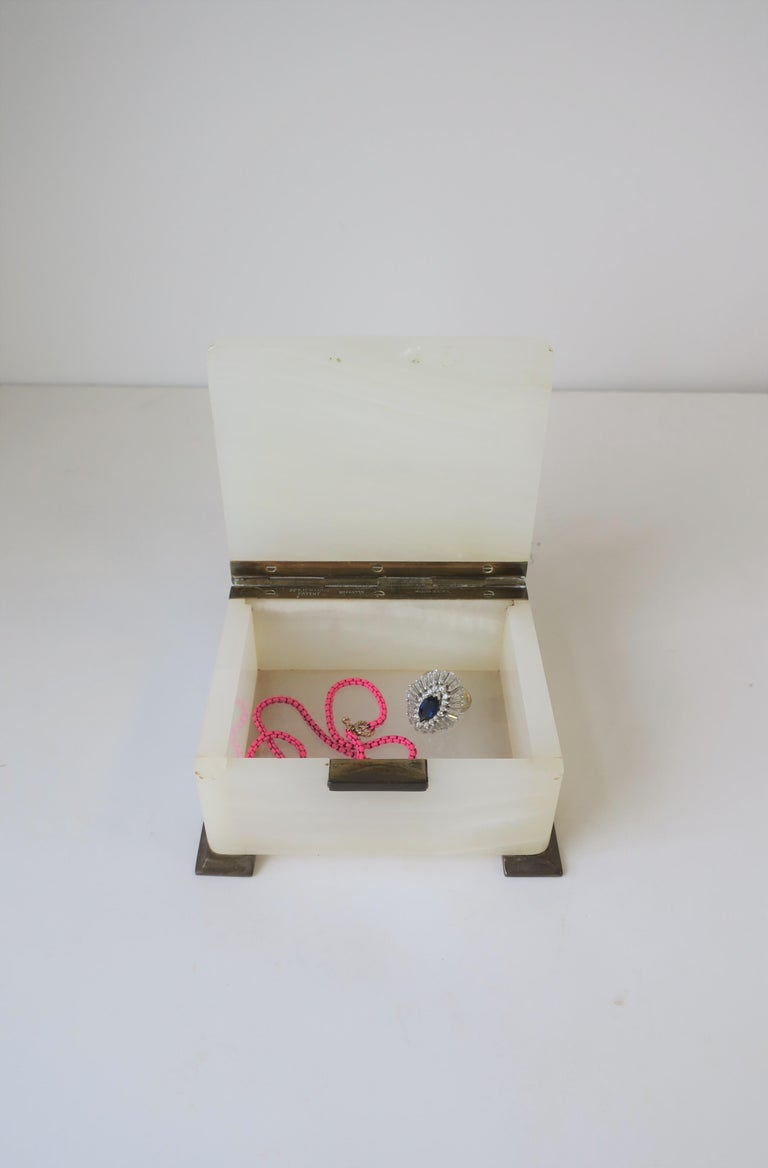 English White Onyx Marble and Brass Jewelry Box In Good Condition For Sale In New York, NY