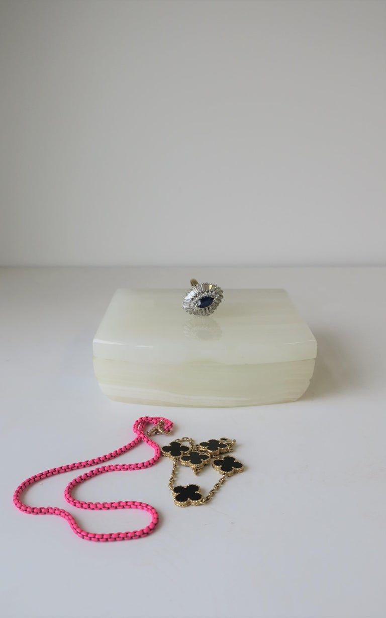 20th Century English White Onyx Marble and Brass Jewelry Box For Sale