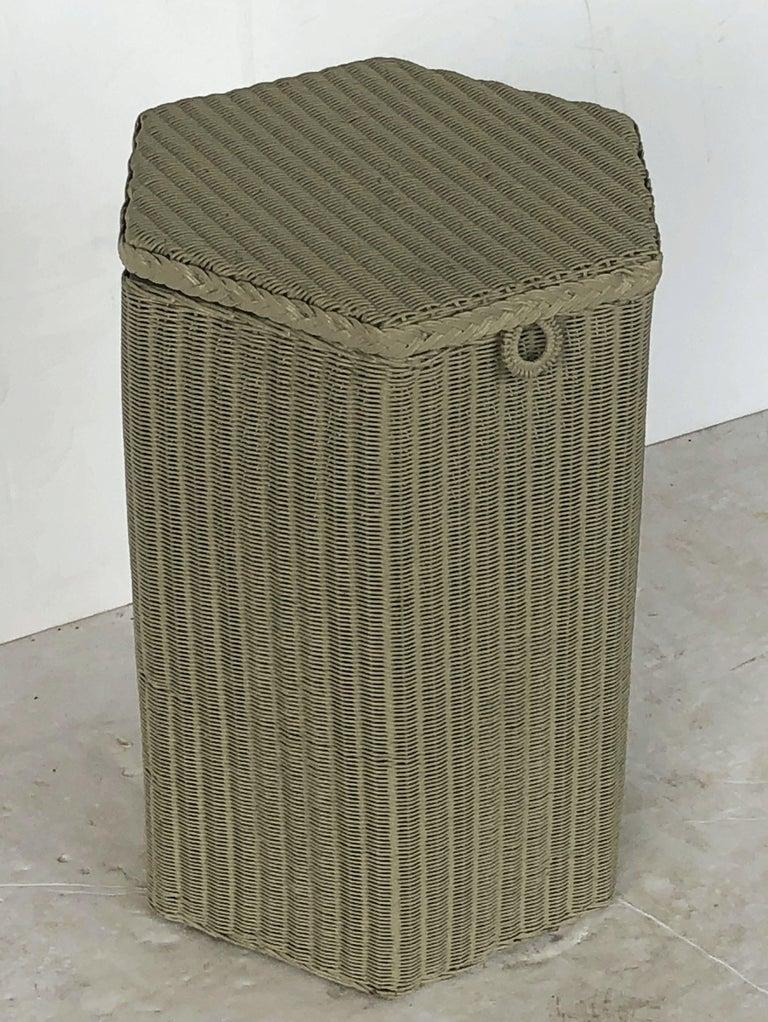 English Wicker Garden Hexagonal Linen Hamper by Lloyd Loom In Excellent Condition For Sale In Austin, TX