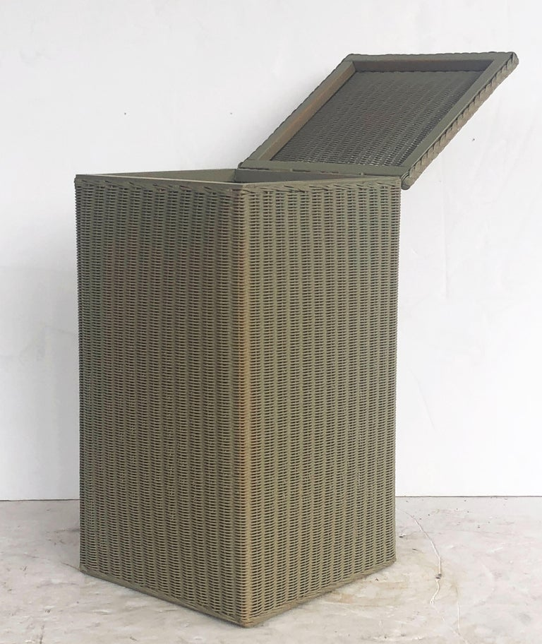 English Wicker Garden Square Linen Hamper by Lloyd Loom For Sale 6