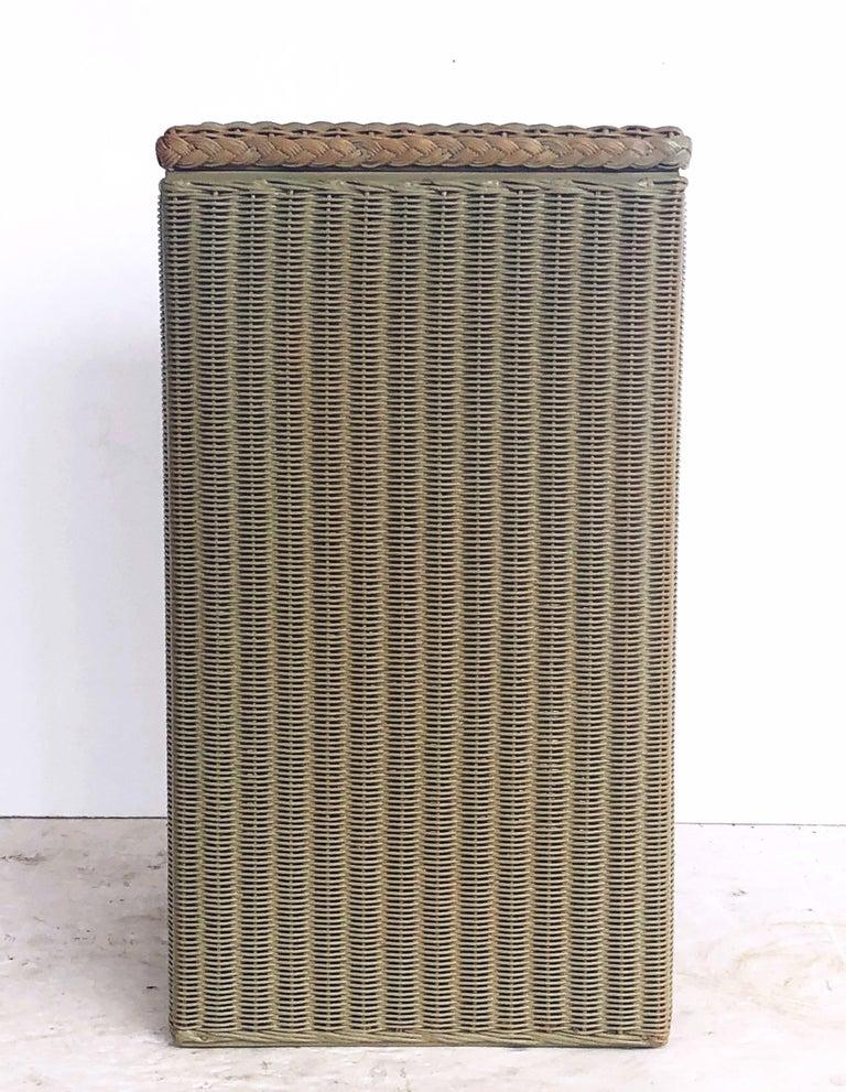 English Wicker Garden Square Linen Hamper by Lloyd Loom For Sale 1