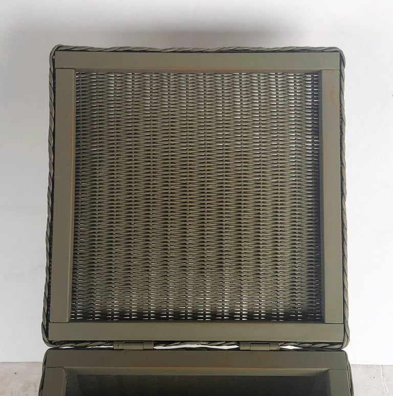 English Wicker Garden Square Linen Hamper by Lloyd Loom For Sale 3
