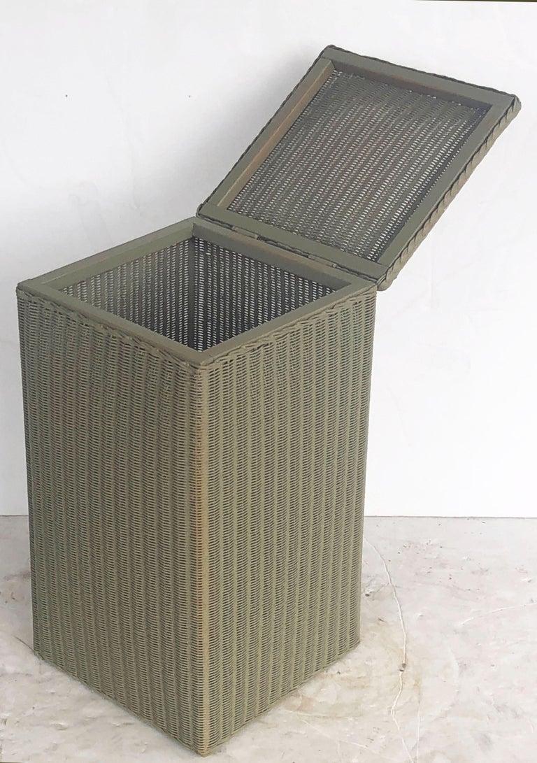 English Wicker Garden Square Linen Hamper by Lloyd Loom For Sale 5