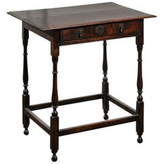 English William and Mary 1700s Oak Side Table with Drawer and Turned Legs