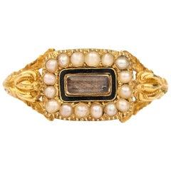 English William IV 18 Karat Gold Pearl and Enamel Mourning Ring circa 1830