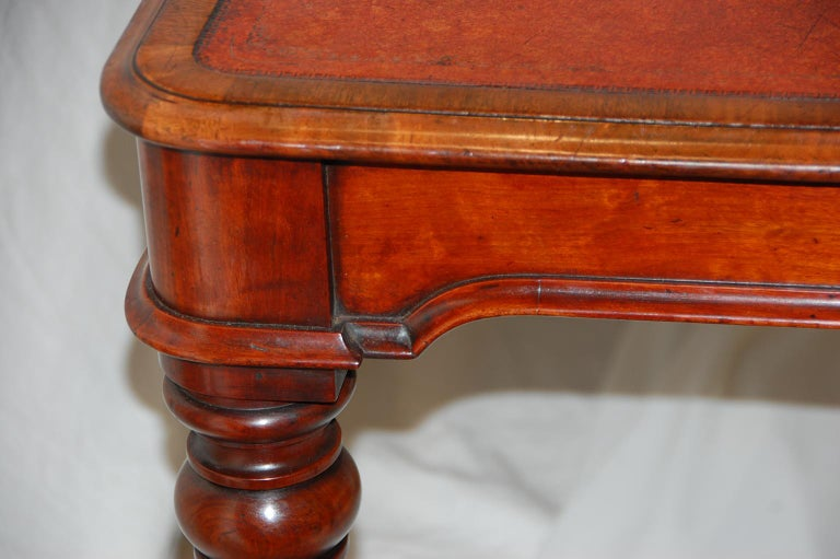 English William IV Mahogany Leather Top Writing Table For Sale 1