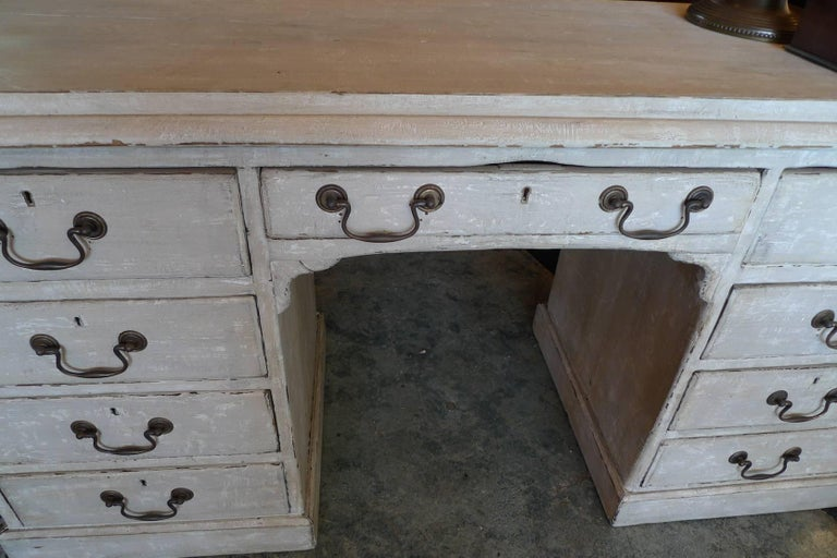 British English Painted Knee-Hole Writing Desk with 9 Drawers and Original Hardware For Sale
