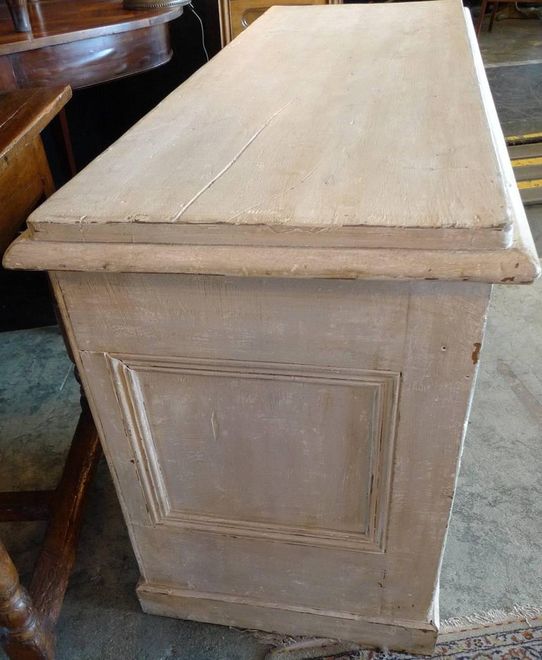 Pine English Painted Knee-Hole Writing Desk with 9 Drawers and Original Hardware For Sale