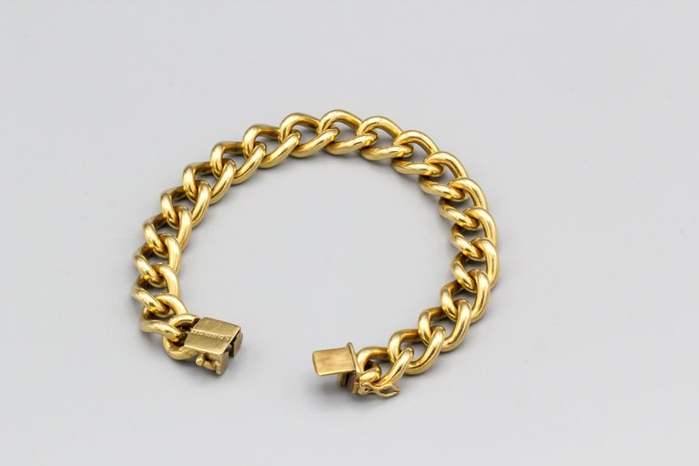 English 18 Karat Gold Large Link Bracelet In Good Condition For Sale In New York, NY