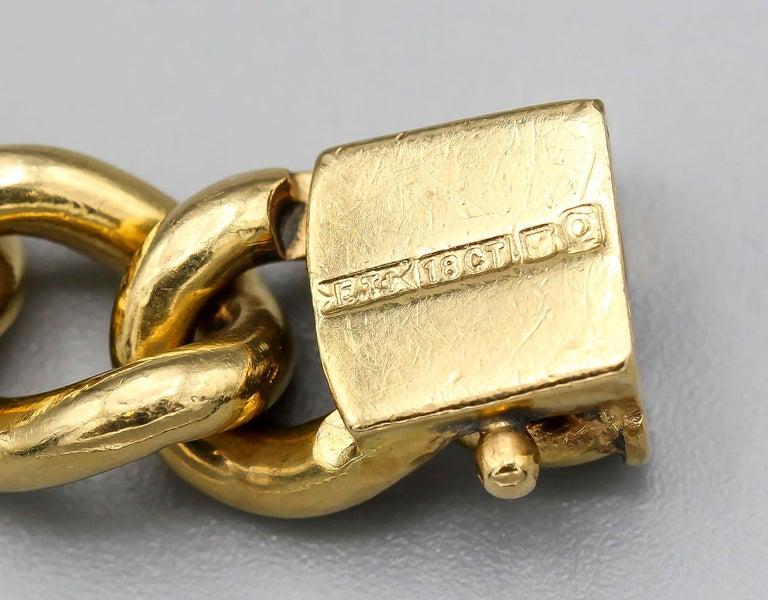 English 18 Karat Gold Large Link Bracelet For Sale 1