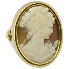 Engraved Cameo Yellow Gold Ring
