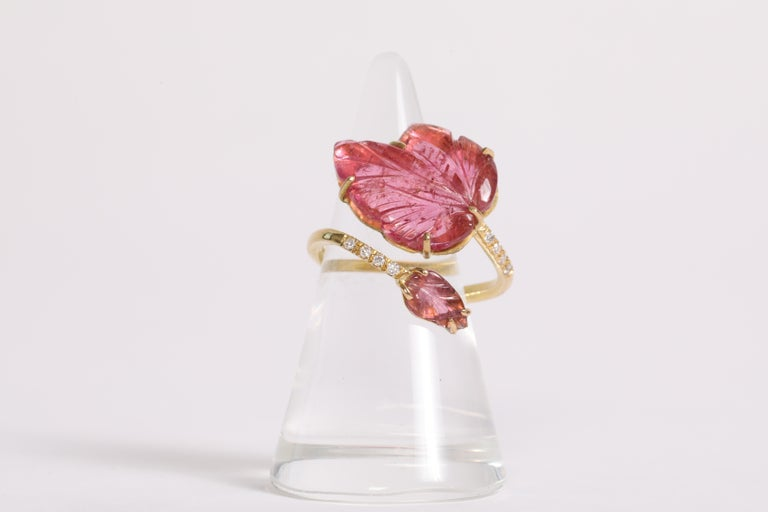 Made of 18K yellow gold, this charming and delicate