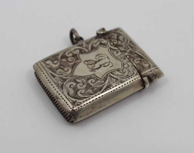 Maker Rolason Brothers Hallmark Birmingham 1915 Composition Sterling silver, 925 Measures: Height 4.3 cm Width 3.2 cm Depth 0.8 cm Weight 16 g Condition: Good condition. Light wear commensurate with age. Fully hallamrked       Engraved