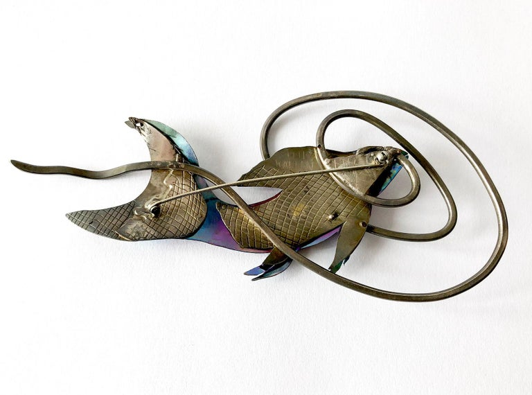 Enid Kaplan Sterling Silver Anodized Niobium Mylar Diving Fish Brooch In Excellent Condition For Sale In Los Angeles, CA
