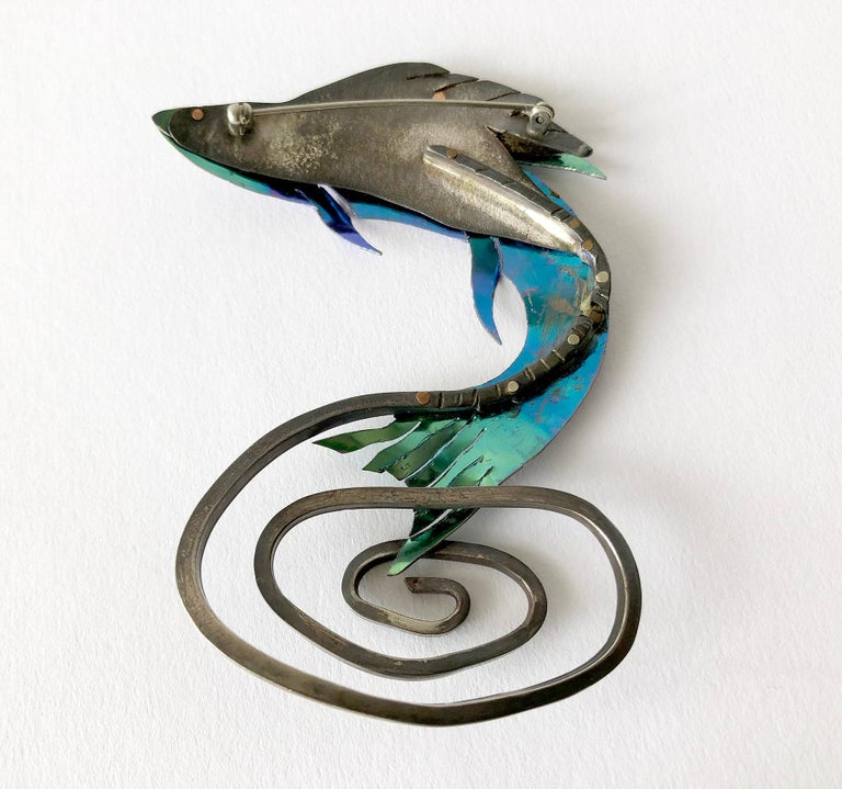 Enid Kaplan Sterling Silver Anodized Niobium Mylar Jumping Fish Brooch In Excellent Condition For Sale In Los Angeles, CA