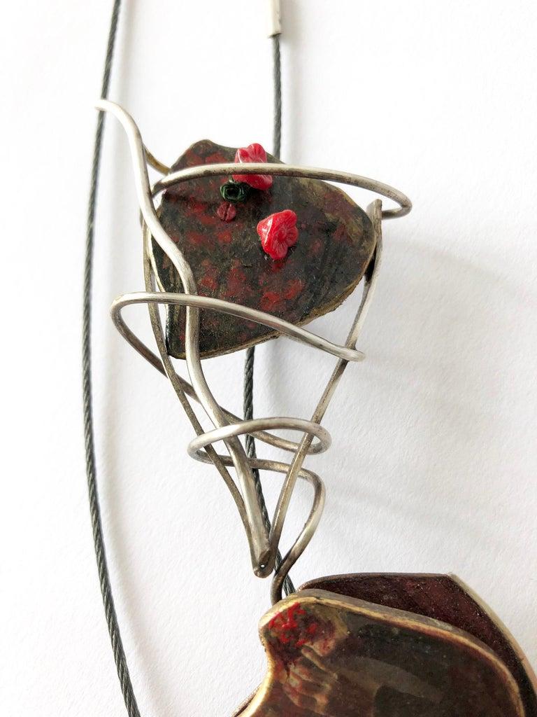 Enid Kaplan Sterling Silver Steel Glass Con Esperanzas Y Rosas Necklace In Good Condition For Sale In Los Angeles, CA