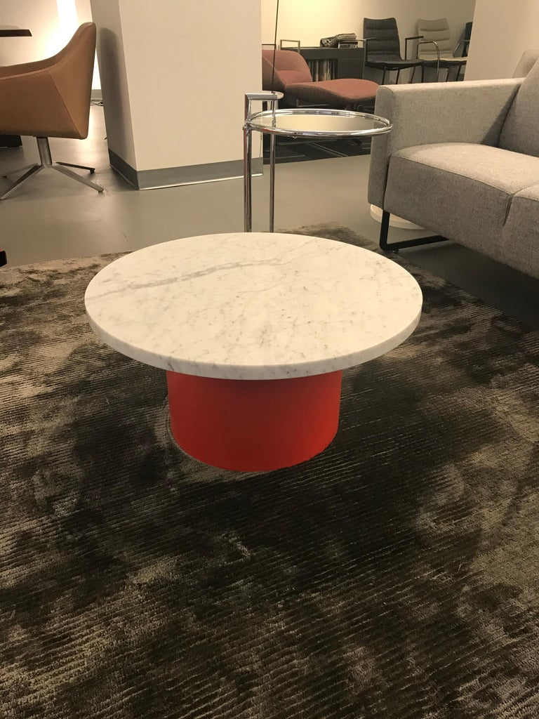 With the smart and playful side table ENOKI, e15 introduces marble for the collection, applying it to novel form. Cleverly toying with material, color and dimensions, the versatile side table presents a combinations of rich marble and solid wood and