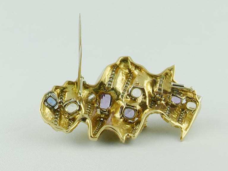 Women's Enrico Serafini 1960s 18 Karat Gold Diamond and Natural Sapphire Italian Brooch For Sale